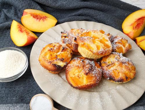 Grießmuffins mit Pfirsich