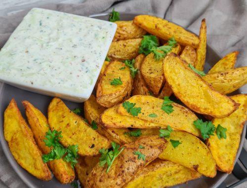 Selbstgemachte Kartoffelspalten mit Tzaziki
